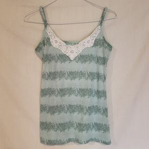 Green floral pattern tank top with lace detail